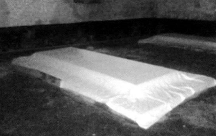 উত্তর-দক্ষিণ লম্বা ঠাণ্ডা ঠাণ্ডা ওই দালানটা আগে কেমন ছিল জানার উপায় নাই। সংস্কার হয়েছে বেশ আগে। যার মাথার উপ্রে লেখা আছে 'মরহুম খোঃ পাঞ্জু শাহের মাজার। সংস্কারক কনিষ্ট পুত্রবধূ খাতেমান নেছা। সন ১৩৯১, ২৪ শে ফাল্গুন।' মূল কক্ষে তিনটি কবর। মাঝে পাঞ্জু শাহ। দুইপাশে স্ত্রী চন্দন নেছা ও পাঁচি নেছা।
