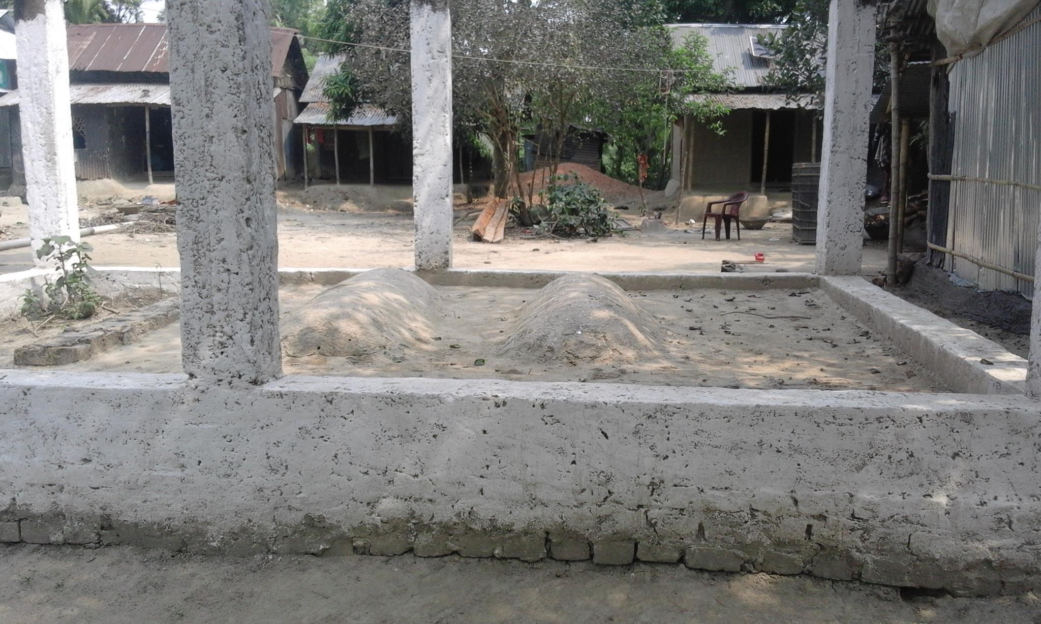 উকিল মুন্সী ও আব্দুস সাত্তারের কবর। এপ্রিল ২০১৬। ছবি জুবায়ের অপু